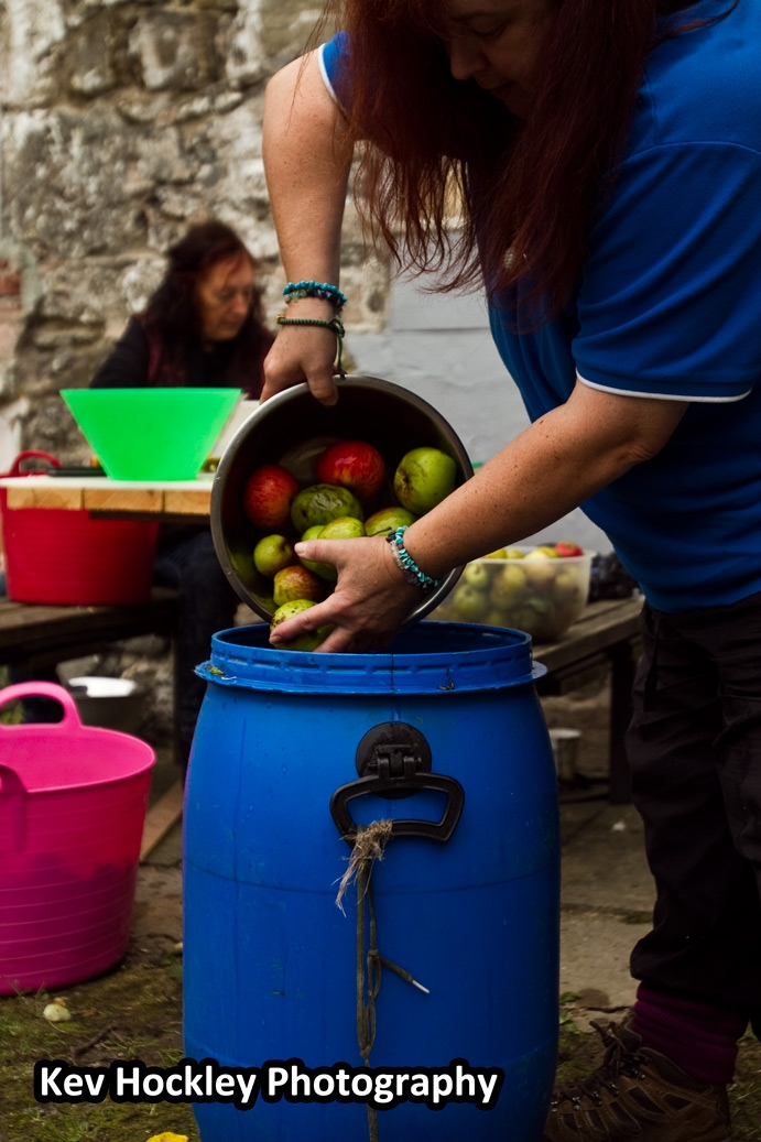 Traditional Apple Pressing - Washing